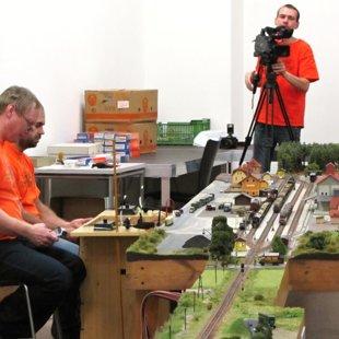 Víc kamer a foťálů než vlaků :-)